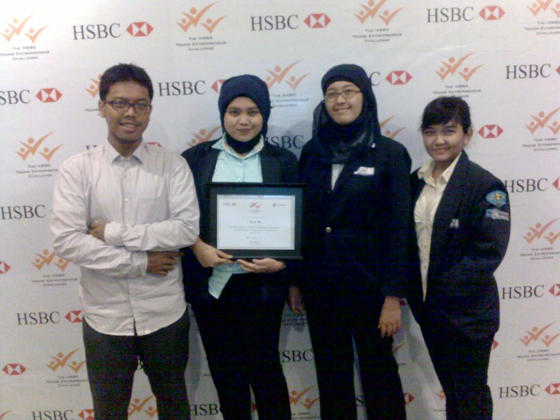 "Penghargaan ""The Best Technology Innovation"" Untuk Tim Mahasiswa FST Dalam HSBC Young Entrepreneur Challenge 2012"